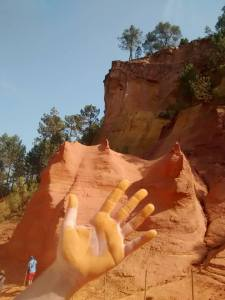 Ocres du Roussillon, main tendue
