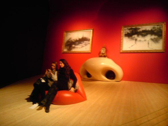 Expo Dali à Beaubourg, hiver 2012 : reconstitution du salon-visage de Mae West