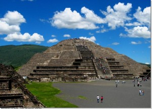 teotihuacan-pyramide-lune-ag