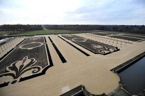 chateau-de-chambord-restauration-du-jardin-a-la-francaise-en_3022997.jpeg