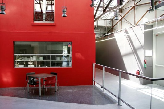 façade de la maison rouge